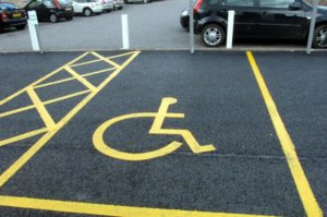 Бесплатное место на парковке для инвалидов