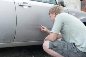 Действия по КАСКО, если поцарапали машину во дворе