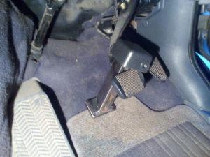 Защита от угона автомобиля на педали