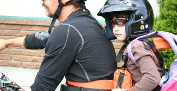 Перевозка ребенка на мотоцикле