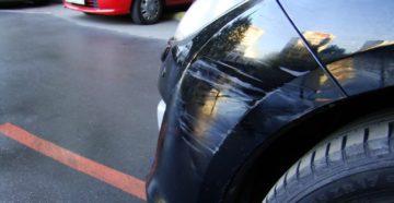 Что делать, если на парковке поцарапали вашу машину
